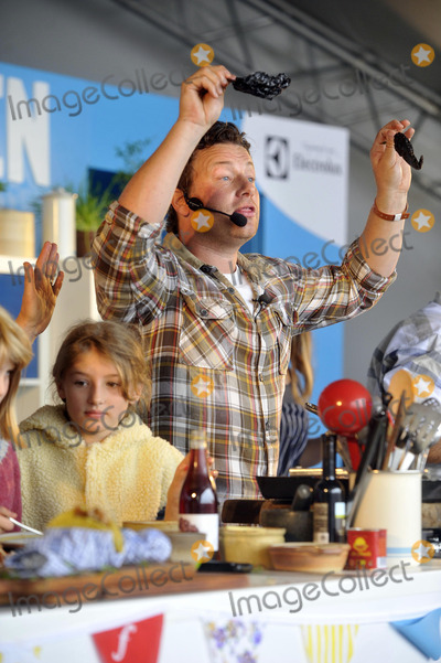 Alex James, Jamie Oliver Photo - Oxfordshire, UK. Jamie Oliver at The Big Feastival, held at Alex James' Farm in Kingham. 1st September 2012.