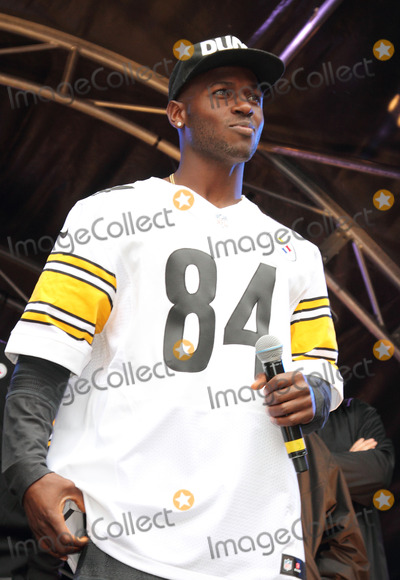 Antonio Brown, Eve, Pittsburgh Steelers, Wembley Stadium, Regent Street Photo - London. UK. Antonio Brown at the NFL Block Party with London's Regent Street closed to traffic on the eve of the NFL game between the Minnesota Vikings and the Pittsburgh Steelers at Wembley Stadium. Attractions during the day included Cheerleaders, Players from both teams and other performances on stage, plus exhibits and demonstrations throughout the length of one of London's busiest shopping streets, Regent Street, London. 28th September 2013. Ref:LMK73-45420-290913Keith Mayhew/Landmark MediaWWW.LMKMEDIA.COM.