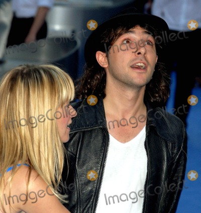 Edith Bowman, Alex Zane, Zane Photo - London. UK. Alex Zane and Edith Bowman at the London Premiere of new film 'Fantastic Four: The Rise of the Silver Surfer' held at the Vue West End in London. 12th June 2007.