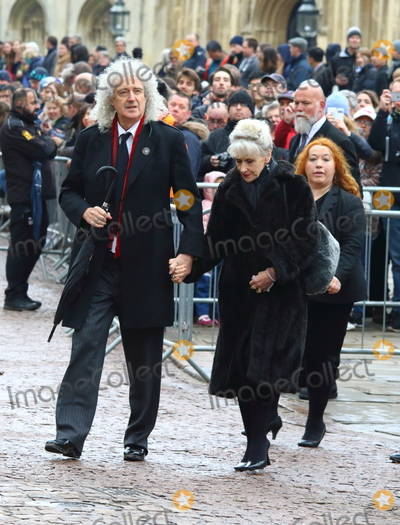 photos and pictures cambridge uk brian may and anita dobson at the professor stephen hawking. Black Bedroom Furniture Sets. Home Design Ideas