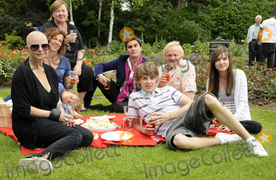 Anthony Worrall-Thompson, Gail Porter, Madeline Duggan, Sally Gunnell, Thomas Law, The National Photo - London.UK. Gail Porter, Sally Gunnell, Thomas Law, Anthony Worral Thompson and Madeline Duggan at the National Family Week Launch VIP Picnic held at Regents Park in London. 25th May 2009. 