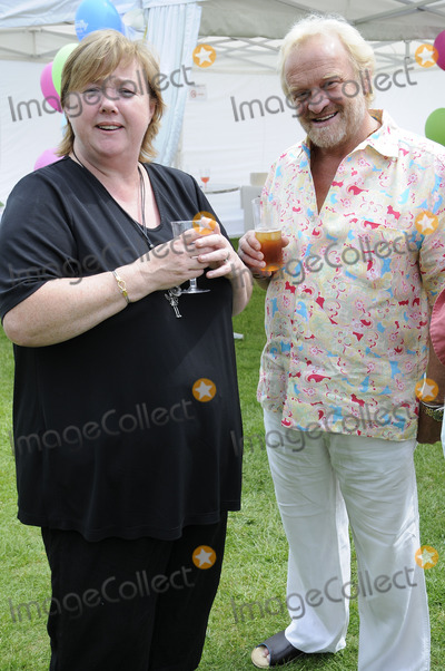 Anthony Worrall-Thompson, Pauline Quirke, The National Photo - London.UK. Pauline Quirke and Anthony Worral Thompson at the National Family Week Launch VIP Picnic held at Regents Park in London. 25th May 2009. Can Nguyen/Landmark Media.