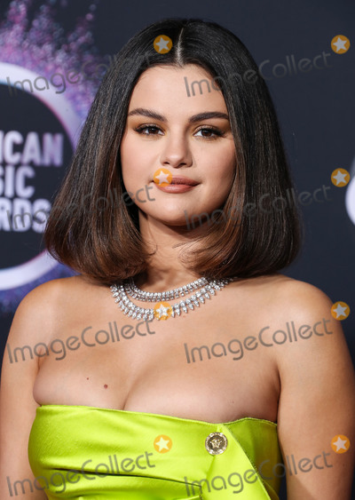 Gomez, Roberto Coin, Selena Gomez Photo - LOS ANGELES, CALIFORNIA, USA - NOVEMBER 24: Singer Selena Gomez wearing a Versace dress and shoes with Roberto Coin jewelry arrives at the 2019 American Music Awards held at Microsoft Theatre L.A. Live on November 24, 2019 in Los Angeles, California, United States. (Photo by Xavier Collin/Image Press Agency)