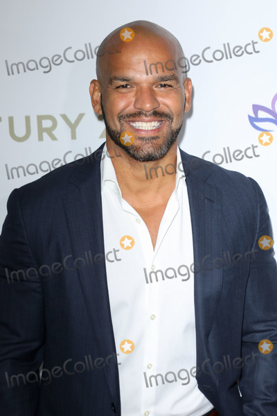 Amaury Nolasco, Eva Longoria, Four Seasons, The Four Seasons Photo - BEVERLY HILLS, LOS ANGELES, CALIFORNIA, USA - NOVEMBER 15: Amaury Nolasco arrives at the Eva Longoria Foundation Dinner Gala 2019 held at the Four Seasons Los Angeles at Beverly Hills on November 15, 2019 in Beverly Hills, Los Angeles, California, United States. (Photo by Image Press Agency)