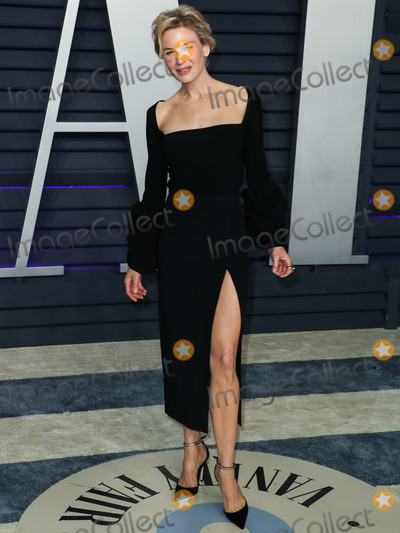 Jimmy Choo, Renee Zellweger, Wallis Annenberg, Rene Zellweger, David Webb Photo - BEVERLY HILLS, LOS ANGELES, CA, USA - FEBRUARY 24: Actress Renee Zellweger wearing an A.W.A.K.E dress, Jimmy Choo shoes, David Webb jewelry, and a William and Son clutch arrives at the 2019 Vanity Fair Oscar Party held at the Wallis Annenberg Center for the Performing Arts on February 24, 2019 in Beverly Hills, Los Angeles, California, United States. (Photo by Xavier Collin/Image Press Agency)