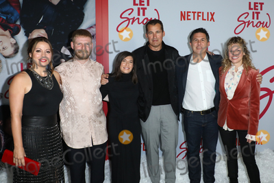 Scott Stuber, Alexa Faigen, Luke Snellin Photo - LOS ANGELES, CALIFORNIA, USA - NOVEMBER 04: Kay Canon, Luke Snellin, Alexa Faigen, Scott Stuber, Dylan Clark and Victoria Strouse arrive at the Los Angeles Premiere Of Netflix's 'Let It Snow' held at Pacific Theatres at The Grove on November 4, 2019 in Los Angeles, California, United States. (Photo by Image Press Agency)