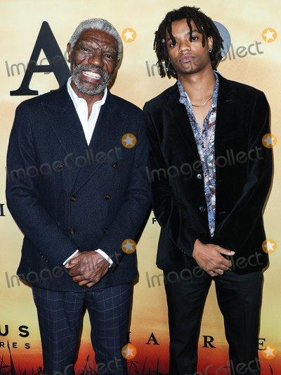 Vondi Curtis Hall, Vondie Curtis Hall, Vondie Curtis-Hall Photo - LOS ANGELES, CALIFORNIA, USA - OCTOBER 29: Vondie Curtis-Hall and Henry Hunter Hall arrive at the Los Angeles Premiere Of Focus Features' 'Harriet' held at The Orpheum Theatre on October 29, 2019 in Los Angeles, California, United States. (Photo by Xavier Collin/Image Press Agency)