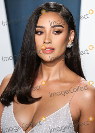 Shai, Shay, Wallis Annenberg, Shay Mitchell, Shay Mitchel Photo - BEVERLY HILLS, LOS ANGELES, CALIFORNIA, USA - FEBRUARY 09: Actress Shay Mitchell arrives at the 2020 Vanity Fair Oscar Party held at the Wallis Annenberg Center for the Performing Arts on February 9, 2020 in Beverly Hills, Los Angeles, California, United States. (Photo by Xavier Collin/Image Press Agency)
