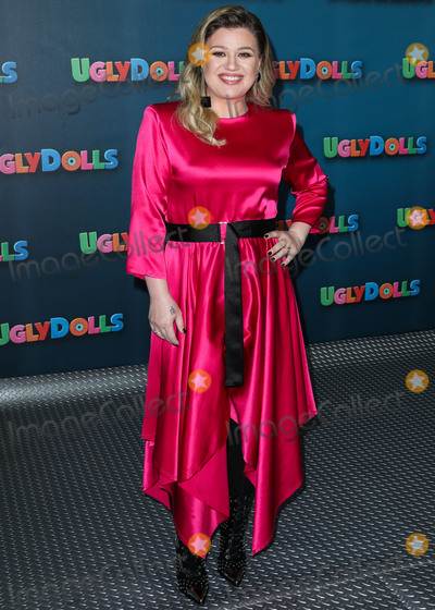 Four Seasons, Kelly Clarkson, The Four Seasons Photo - BEVERLY HILLS, LOS ANGELES, CALIFORNIA, USA - APRIL 13: Singer Kelly Clarkson arrives at STX Entertainment's 'UglyDolls' Photo Call held at The Four Seasons Hotel on April 13, 2019 in Beverly Hills, Los Angeles, California, United States. (Photo by Xavier Collin/Image Press Agency)