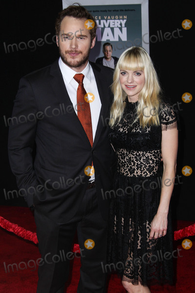 """Anna Faris, Chris Pratt, Christian Louboutin, Dolce and Gabbana, Jewel, Anna Maria Perez de Taglé, Jackée Photo - (FILE) Chris Pratt and Anna Faris Divorce Settlement Details Revealed. The details of the divorce settlement between Chris Pratt and Anna Faris are coming to light. The two, who obtained a private judge to work out the deal, reportedly signed off on the deal on Wednesday (November 7, 2018) according to TMZ. According to the documents, they have agreed to live """"no more than five miles apart for about the next five years."""" This deal was made so that the two parents stay in place until their six-year-old son, Jack, completes the sixth grade. HOLLYWOOD, LOS ANGELES, CA, USA - NOVEMBER 03: Actors Chris Pratt and Anna Faris (wearing a Dolce and Gabbana dress, Christian Louboutin shoes, and Irene Neuwirth jewels) arrive at the Los Angeles Premiere Of DreamWorks Pictures' 'Delivery Man' held at the El Capitan Theatre on November 3, 2013 in Hollywood, Los Angeles, California, United States. (Photo by Xavier Collin/Image Press Agency)"""