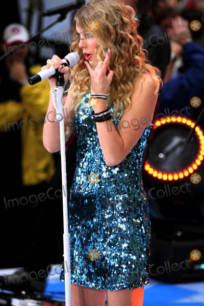 "Taylor Swift Photo - Taylor Swift Concert on ''NBC Today Show'"" Rockfeller Plaza, New York City 05-29-2009 Photo by John Barrett-Globe Photos,inc. 2009"