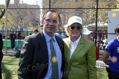 Glenn Close, Adrian Benepe Photo - Brooklyn - Actress GLENN CLOSE joins the  New York Restoration Project with the inaugural Arbor Day Tree-mendous Challenge Sternberg Park, East Williamsburg, Brooklyn, NewYork 04-24-2009