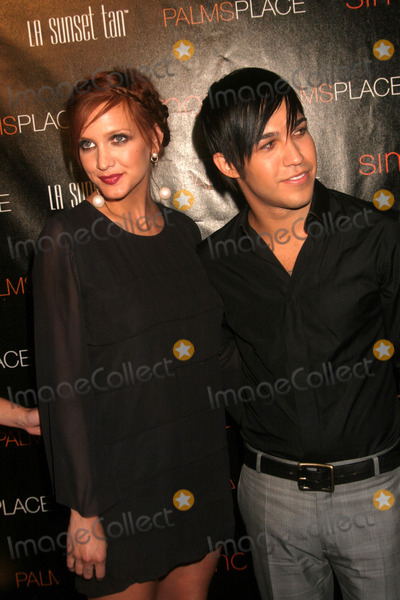 Ashlee Simpson, Ashlee Simpson Wentz, Ashlee Simpson-Wentz, Pete Wentz Photo - the Grand Opening of Palms Place Hotel and Spa Las Vegas, NV 05-31-2008 Photo by Ed Geller-Globe Photos Ashlee Simpson and Pete Wentz