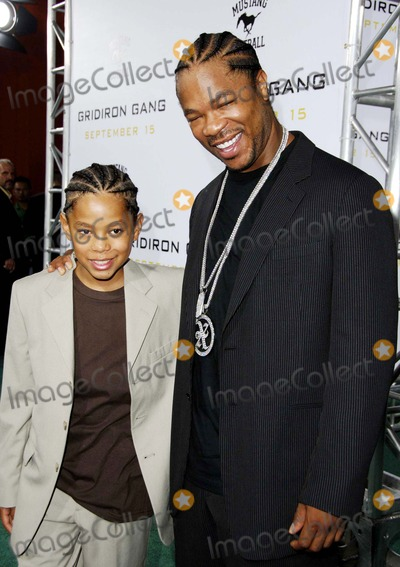 """Alvin Joiner, Alvin """"Xzibit"""" Joiner, Alvin 'Xzibit' Joiner, Alvin Xzibit Joiner, Xzibit, Grauman's Chinese Theatre Photo - Alvin 'Xzibit' Joiner and His Son Tray During the Premiere of the New Movie From Columbia Pictures' Gridiron Gang, Held at Grauman's Chinese Theatre, on September 5, 2006, in Los Angeles. Photo: Michael Germana-Globe Photos,inc."""