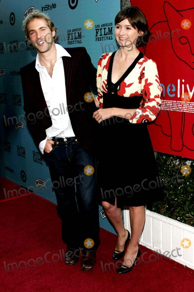 Alessandro Nivola, Emily Mortimer Photo - Alessandro Nivola Just Got Married to Emily Mortimer - Nine Lives - Premiere - Academy Theater, Beverly Hills, CA - 06-21-2005 - Photo by Nina Prommer/Globe Photos Inc2005 -