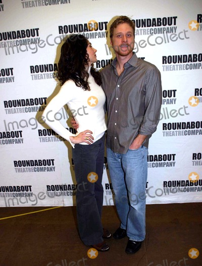 Annie Parisse, Alan Tudyk, Kiss, The Cast Photo - a Photo Op with the Cast of Prelude to a Kiss in Their New York Rehearsal Hall at the Roundabout Rehearsal Studio, New York City 01-19-2007 Photo by Barry Talesnick-ipol-Globe Photos 2007 Annie Parisse Alan Tudyk