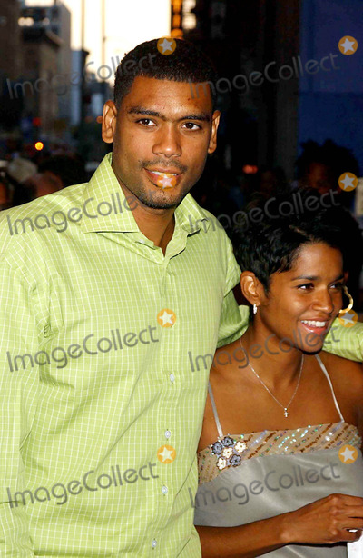 """Allan Houston, (+44), +44 Photo - """"She Hate ME"""" Premiere at the Loews Cineplex Astor Plaza on 44th Street Between Broadway and 8 Th Avenue, New York City 7/20/2004 Photo By:ken Babolcsay/ipol/Globe Photos Inc, 2004 Allan Houston"""