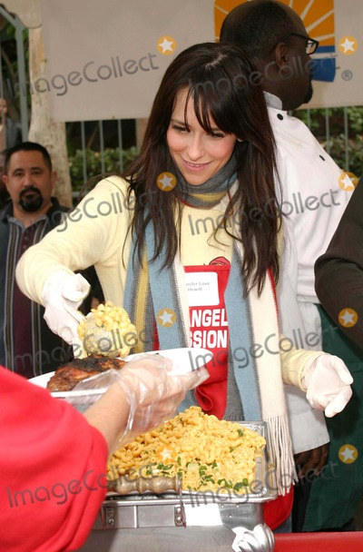 Jennifer Love Hewitt, Jennifer Love-Hewitt Photo - Jennifer Love Hewitt - the Los Angeles Mission Provides a Meal For the Homeless For Christmas with Celebrity Helpers - LA Mission, Downtown Los Angeles, CA - 12/24/2003 - Photo by Nina Prommer/Globe Photos Inc2003