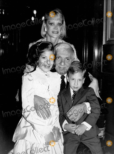 Aaron Spelling, Candy Spelling, Randy Spelling, Tori Spelling Photo - Aaron Spelling with Candy Spelling , Tori Spelling and Randy Spelling Photo by Alan Davidson-Globe Photos, Inc.
