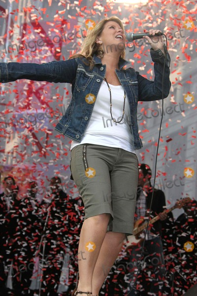 Natalie Grant Photo - Annual Revlon Run[walk For Women at Times Square New York City 05-06-2006 Barrett-Globe Photos,inc Natalie Grant K47748jbb Photo by John Barrett-Globe Photos