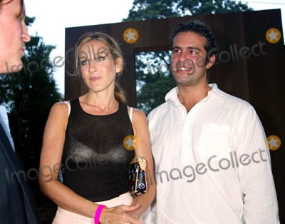Sarah Jessica Parker, Andrew Cohen, Robert Wilson, Byrds, The Byrds, SARAH JESSICA-PARKER, Jessica Paré Photo - . Sd08/02/2003. Louis Vuiton and the Byrd Hoffman Watermill Foundation Announce the Robert Wilson-lous Vuitton Watermill Center Summer Benefit Watermill ,NY. Sarah Jessica Parker_andrew Cohen Photo by Sonia Moskowitz / Globe Photos,inc.