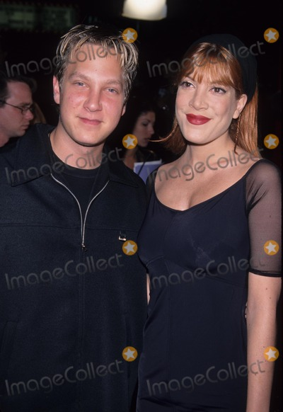 Randy Spelling, Tori Spelling Photo - Tori Spelling with Randy Spelling the Mod Squad Premiere at Mann Chinese Theatre Hollywood in Ca. 1999 K15117lr Photo by Lisa Rose-Globe Photos, Inc.