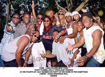 "Hugh Edwards, Kelly Price, ""Puffy"" Combs Photo - /3/99 - Long Island,new York 'puffy'combs, Kelly Price,and Friends at His Fourth of July Barbecue Party at His Home in the Hamptons Credit : Hugh Edwards/ Ipol I3368he Credit: Photographer Name/ipol/Globe Photos, Inc."