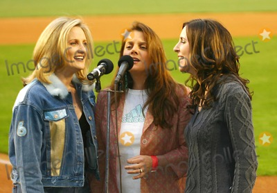 """Queen, ALEX WITT, The National Photo - Msnbc's Alex Witt Joins the Music Group Mrs. Robinson Singing the National Anthem at the """" Mets Vs Phillies """" Game at Shea Stadium in Queens, New York City 5-4-2005 Photo By:william Regan-Globe Photos, Inc"""