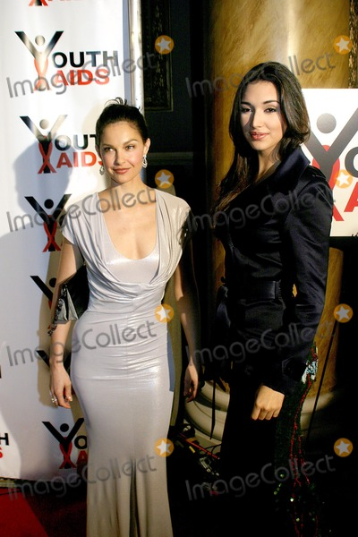 Amelia Vega, Ashley Judd Photo - Second Annual Benefit Gala to Stop the Spread of Hiv / Aids Among Youth. Capitale , 130 Bowery , New York City. Photo; Rick Mackler / Rangefinders / Globe Photos Inc 2003 10/27/2003 Ashley Judd with Amelia Vega