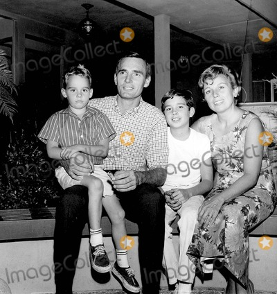 Dennis Weaver Photo - Dennis Weaver with His Wife Gerry Stowell and Two Sons Rusty Weaver and Robby Weaver Supplied by Globe Photos, Inc.
