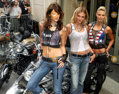 02a67e97510 Photos and Pictures - . Sd07 22 2003. Victoria s Secret Supermodels ...