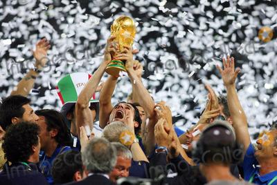 Andrea Pirlo Photo - Andrea Pirlo Lifts World Cup . Italy V France Andrea Pirlo Italy V France Olympic Stadium, Berlin Germany 07-09-2006 K48556 Photo by Allstar-Globe Photos