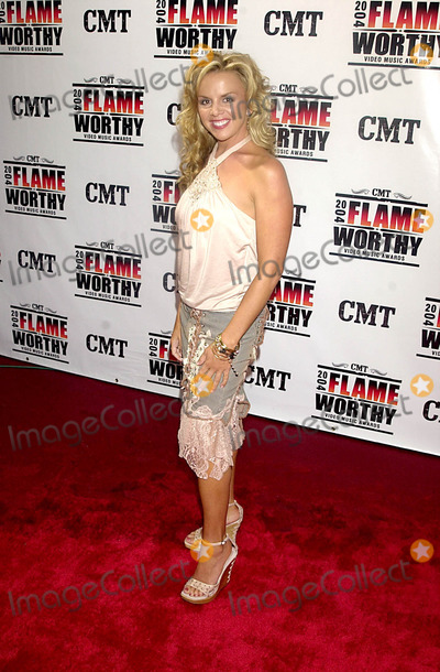 Amy Dalley Photo - Cmt 2004 Flame Worthy Video Music Awards (Red Carpet Arrivals) at the Gaylord Entertainment Center in Nashville, TN 4/21/2004 Photo By:john Krondes/Globe Photos, Inc 2004 Amy Dalley