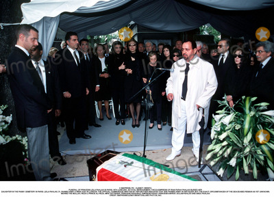 Farah Pahlavi, Passy, As Yet, Prince, Prince Ali Photo - IMAPRESS. PH : CLEMOT / BENITO.FUNERAL OF PRINCESS LEILA PAHLAVI IN PARIS, 16TH JUNE 2001. IN TOTAL BEREAVEMENT, THE EX-EMPRESS OF IRAN FARAH PAHLAVI BURIED HER DAUGHTER IN THE PASSY CEMETERY IN PARIS. LEILA PAHLAVI, 31, PASSED AWAY A WEEK AGO IN LONDON. THE OFFICIAL COMMUNIQUE WRITTEN BY HER MOTHER INDICATED THAT SHE PASSED AWAY IN HER SLEEP, BUT THE EXACT CIRCUMSTANCES OF THE DEACEASED REMAIN AS YET UNKNOWN.BEHIND THE MOLLAH, REZA II, PRINCE ALI REZA, PRINCESS FARAHNAZ, EMPRESS FARAH, PRINCESS ASHRAF, THE SHAH'S TWIN SISTER, PRINCESS YASMINE AND ON THE RIGHT ABDO PAHLAVI.CREDIT: IMAPRESS/CLEMOT/BENITO/GLOBE PHOTOS, INC.