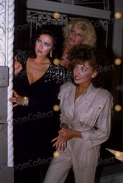"Lynda Carter, Loni Anderson, Vanessa Williams Photo - Vanessa Williams with Lynda Carter and Loni Anderson on Location of Tv-show ""Partners in Crime"" 1984 #13327 Photo by Allan S. Adler-ipol-Globe Photos, Inc."
