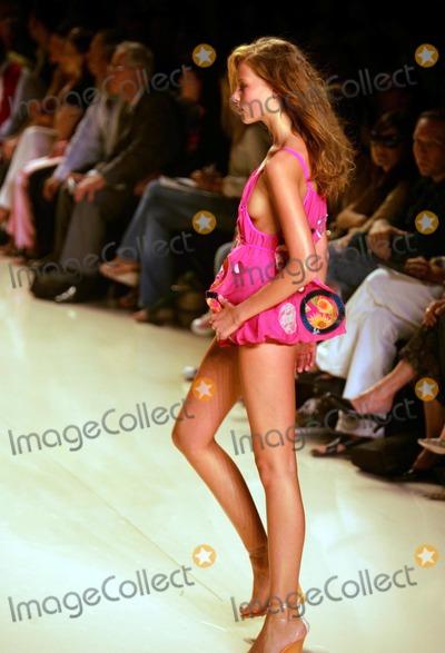 Amir Slama, ROSA CHA Photo - Olympus Fashion Week: Rosa Cha by Amir Slama Spring 2005 Collection at Bryant Park in New York City 9/10/2004 Photo by Rick Mackler/rangefinders/Globe Photos 2004 Rosa Cha Fashion Runway Model