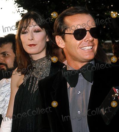 Angelica Huston, Jack Nicholson, Jackée Photo - Academy Awards Phil Roach / Ipol/ Globe Photos Inc. I1137pr Jack Nicholson & Angelica Huston Jack Nicholson Retro