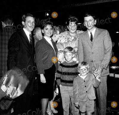 Bob Denver Photo - Bob Denver with Maggie Denver , Their Children Kim Denver , & Patrick Denver ; Tarry Rasen and Dawn Wills Photo by Globe Photos, Inc.