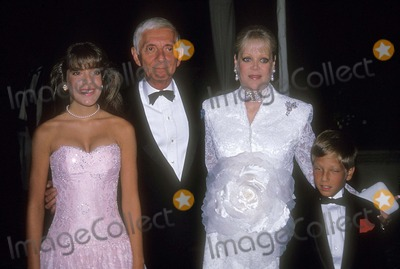 Aaron Spelling, Candy Spelling, Randy Spelling, Tori Spelling Photo - Aaron Spelling with Candy Spelling , Tori Spelling and Randy Spelling 1988 Photo by Bill Holz-Globe Photos, Inc.