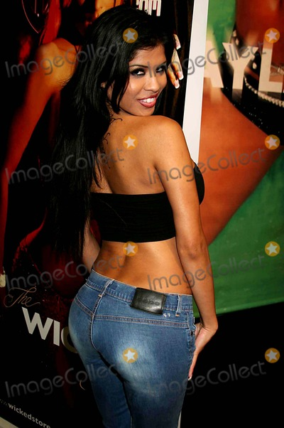 Alexis Amore Photo - Erotica LA 2005 - Day 1 Los Angeles Convention Centre Downtown Los Angeles, CA 06-10-2005 Photo: Clinton.h.wallace/photomundo/Globe Photos Inc Alexis Amore