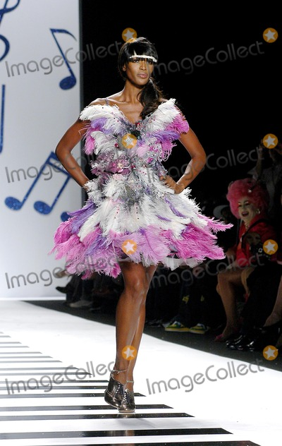 Naomi Campbell Photo - Olympus Fashion Week Heatherette Fall 2006 Collection. Bryant Park, New York City. 02-07-2006 Photo: Ken Rumments - Globe Photos 2006 Naomi Campbell
