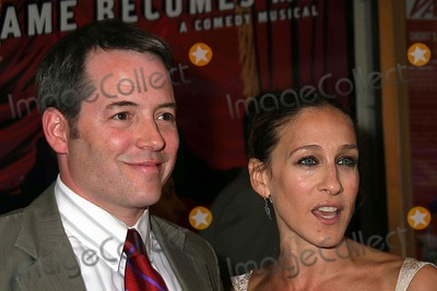 "Matthew Broderick, Martin Short, Sarah Jessica Parker, SARAH JESSICA-PARKER Photo - Red Carpet Arrivals For the Opening Night on Broadway For "" Martin Short-fame Becomes ME"" at the Bernard B. Jacobs Theatre West 45th Street 08-17-2006 Photos by Paul Schmulbach-Globe Photos Inc. 2006 Matthew Broderick Sarah Jessica Parker"