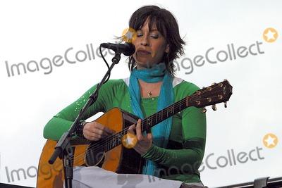 Alanis Morissette Photo - Alanis Morissette Performance on the Oxygen Network Taping in Chelsea , New York City 05/18/2004 Photo: Rick Mackler/ Rangefinders/ Globe Photos Inc. 2004 Alanis Morissette