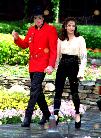 Photos and Pictures - Michael Jackson & His Wife Lisa ...