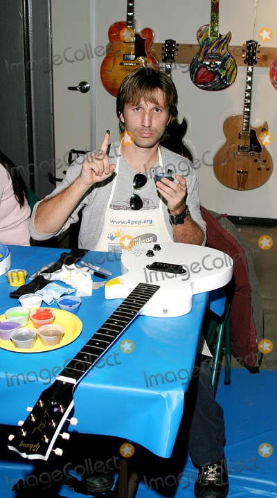 Breckin Meyer Photo - Gibson Guitar Paint For Pep Charity Event. at the Gibson Baldwin Showroom Beverly Hills, CA. 12-04-2004 Photo by Jaimie Rodriguez / Rangefinder/Globe Photos Inc. 2004 Breckin Meyer