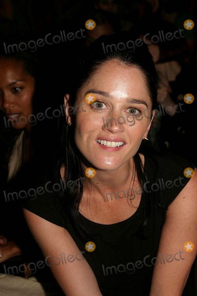 Robin Tunney Photo - Olympus Fashion Week 2007 Spring Collection of Sass & Bide ( Celebrities ) at the Promenade, New York City 09-09-2006 Photo: Barry Talesnick-ipol-Globe Photos Inc. 2006 Robin Tunney