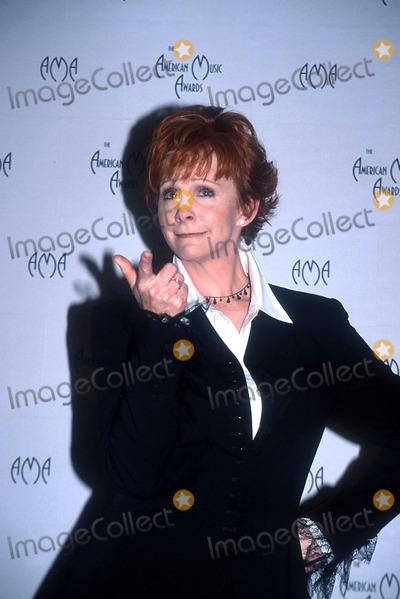 Photo - : 1/9/02 the American Music Awards at the Shrine Auditorium, Los Angeles, CA. Reba Mcintyre Credit: Globe Photos, Inc.