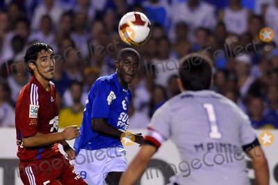 Photo - Cruzeiro Vs Universidad de Chile: Copa Libertadores 2009 in Belo Horizonte , Brazil 05-14-2009 Photo by Cityfiles-Globe Photos, Inc. Ramires (Cruzeiro) and Gonzalez (Universidad de Chile)