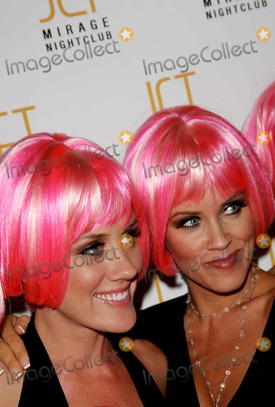 """Jenny McCarthy, Amy McCarthy Photo - Amy Mccarthy's Party Hosted by """"Big Sis"""" Jenny Mccarthy at the Mirage Nightclub Iin the Mirage Hotel, Las Vegas, Nevada. 07-21-2006 Photo: Ed Geller / Globe Photos Inc 2006 Amy Mccarthy and Jenny Mccarthy"""
