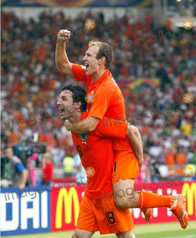 Arjen Robben Photo - Mark Van Bommel & Arjen Robben Cellebrate Win Holland V Ivory Coast World Cup Soccer 06-16-2006 Photo by Allstar-Globe Photos
